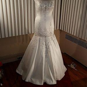 Moonlight Bridal Ivory Srrapless Wedding Gown